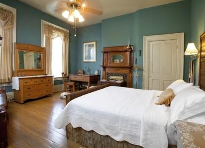 Good Picture Hardwood Bedroom